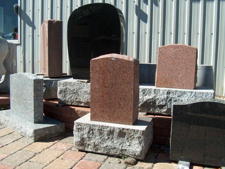 Divers monuments funéraires