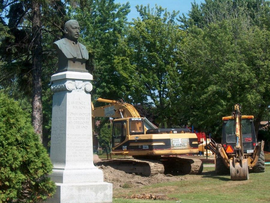 Installation d'une pierre tombale